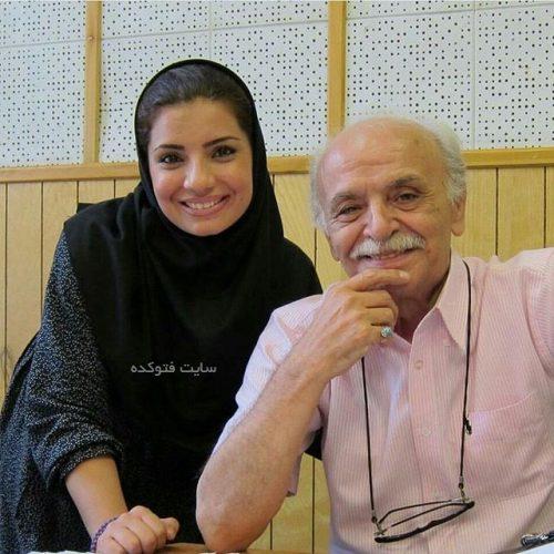 عکس حمید منوچهری در کنار بچه های رادیو