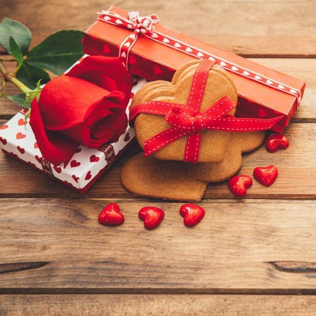 عکس قلب عاشقانه با گلهای زیبا