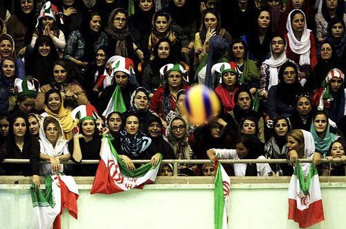 تهدید خونین حزب الله و حوزه علمیه برای مقابله با حضور زنان در ورزشگاه,فراخوان حزب الله و حوزه علمیه ایران با حضور زنان در ورزشگاه آزادی,عکس تهدید بسیجی ها