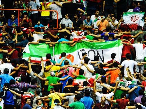 تماشاگران بازی والیبال دوم ایران و آمریکا در آزادی لیگ جهانی 2015,عکس تماشاگران والیبال ایران و آمریکا در آزادی,عکسهای بازی والیبال ایران و آمریکا در تهران