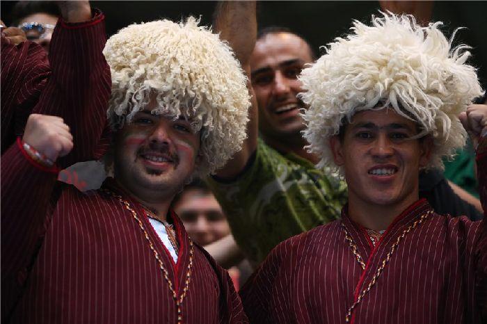 تماشاگران والیبال ایران لهستان بازی اول,تصاویر بازی ایران و لهستان در لیگ جهانی والیبال 2015,عکس عای بازی والیبال ایران لهستان,عکس تماشاگران ایران و لهستان