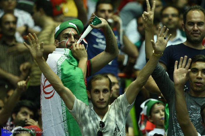 عکس تماشاگران والیبال ایران لهستان در لیگ جهانی 2015,عکس های تماشاگران بازی والیبال ایران لهستان,عکس هنرمندان در بازی والیبال ایران و لهستان,لیگ جهانی 2015