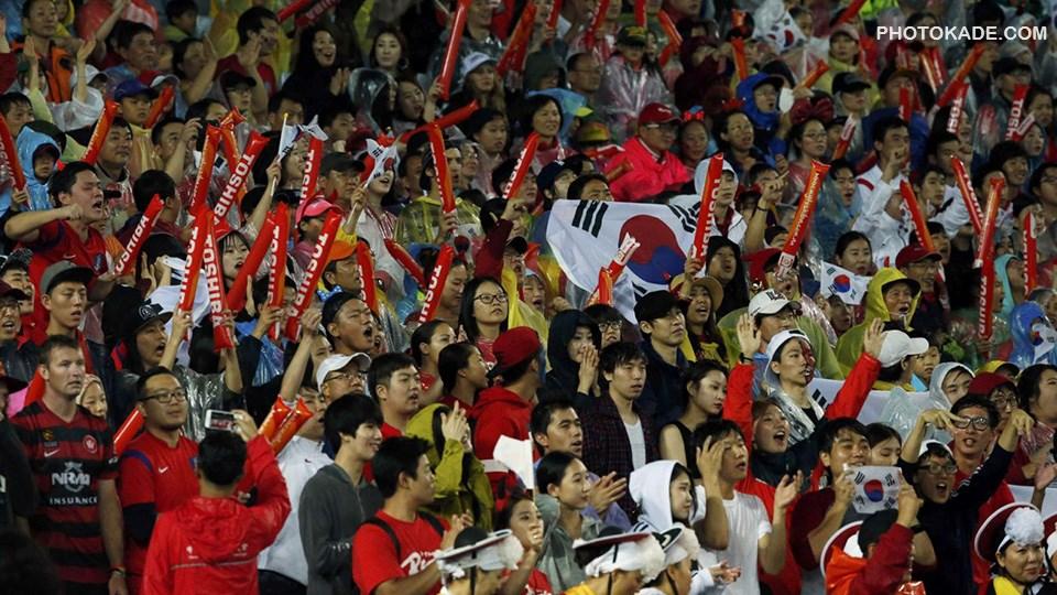 عکس تماشاگران بازی کره جنوبی و عراق در جام ملت های آسیا 2015,بازی کره جنوبی و عراق در استرالیا 2015,عکس بازی عراق و کره جنوبی 2015,تماشاگران زن عراق و کره