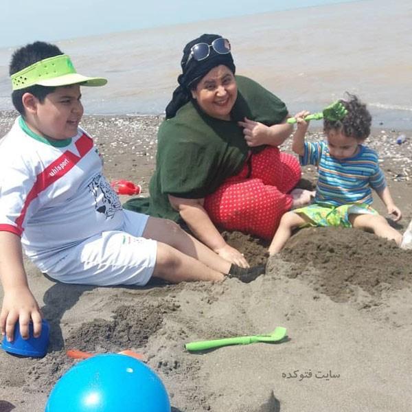 عکس های ژاکلین آواره و فرزندانش در دریا
