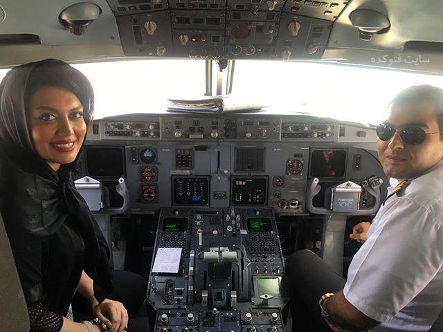 عکس ژاله درستکار در کابین خلبان