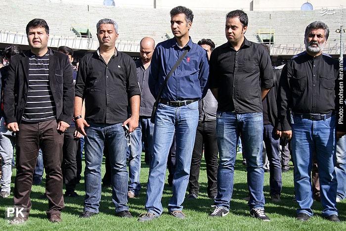 عکس عادل فردوسی پور و مجری 90 در مراسم تشییع جنازه