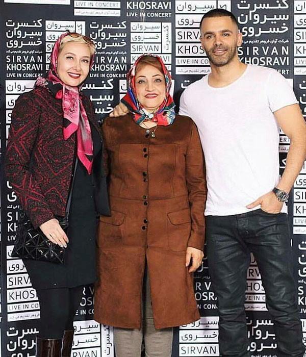عکس سیروان خسروی در کنار مادرش و کتایون ریاحی