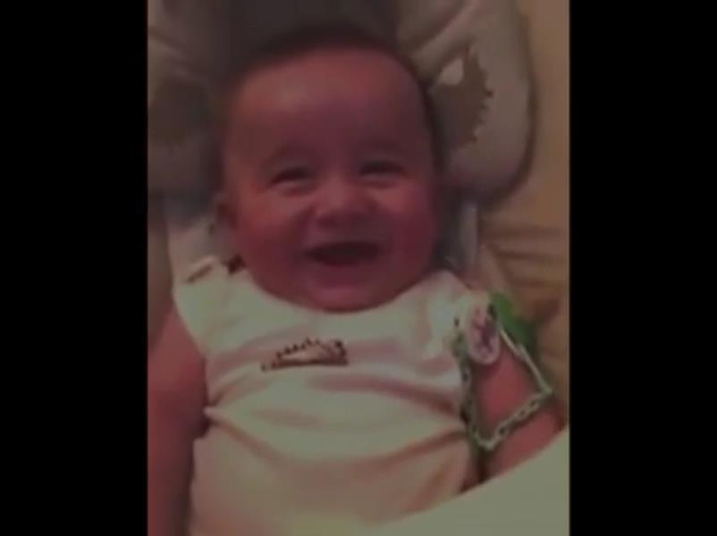 ویدیو خنده های عجیب نوزاد,ویدیو صدای عجیب خنده دار نوزاد,ویدیو خنده های عجیب بچه سه ماهه,دانلود ویدیو صداهای عجیب و غیر معمول در خنده نوزاد,کلیپ خنده عجیب