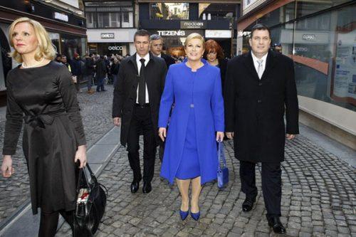 """ماجرای عکس های جنجالی """"رئیس جمهور کرواسی"""" کنار دریا,عکس های برهنه رییس جمهور کرواسی,عکس های لخت رییس جمهور زن کرواسی,رئیس جمهور کرواسی در ساحل"""