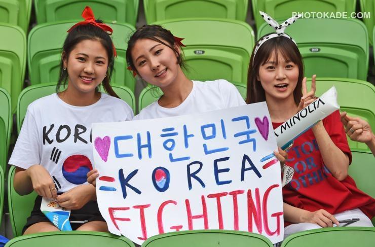 عکس تماشاگران کره جنوبی و ازبکستان,عکس تماشاگران زن کره جنوبی و ازبکستان,عکس بازی ازبکستان و کره جنوبی,عکس های بدون سانسور تماشاگران کره جنوبی,عکس زن کره ای