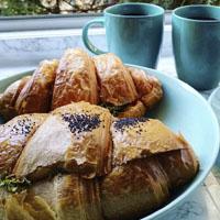 طرز تهیه کروسان شکلاتی شیرینی فرانسوی صبحانه و عصرانه