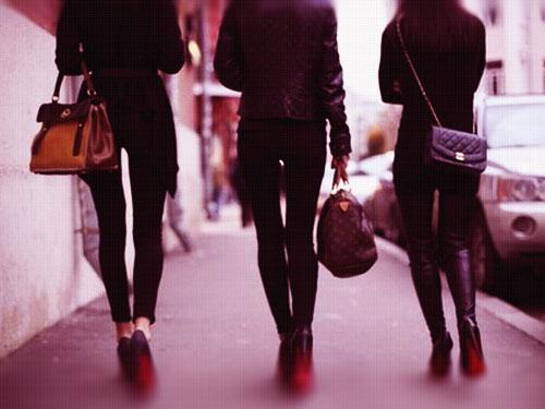 آسیب لباس تنگ بر بدن خانم ها,ضرر لباس تنگ,آسیب جدی لباس تنگ برای بدن,ساپورت تنگ و آثار اون بر بدن خانوم ها,ضرر لباس تنگ بر بدن دختران و زنان,اسیب لباس تنگ
