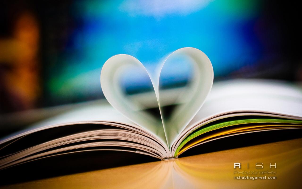 love_book-1280x800