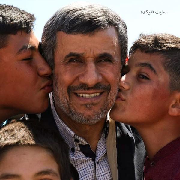 بوسه های Mahmoud Ahmadinejad