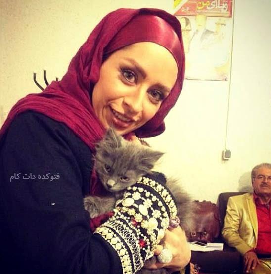 عکس کنار گربه اش حنا