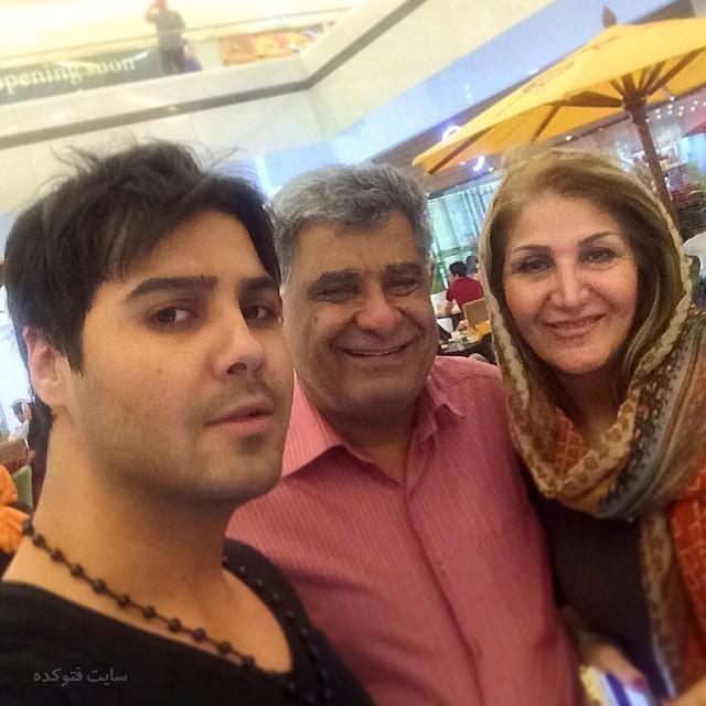 عکس مسعود سعیدی و پدر و مادرش