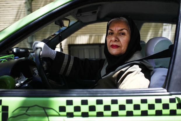 مینو شیخان بازیگر زن راننده تاکسی,مینو شیخان,عکس مینو شیخان,عکس راننده تاکسی بانوان مینو شیخان,سرگذشت مینو شیخان بازیگری که راننده تاکسی سبز شد,شیخان کیست
