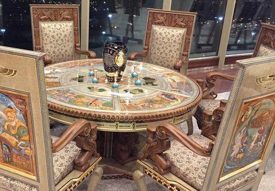 مبل دو میلیارد تومانی در برج میلاد باعکس,ماجرای مبل میلیاردی در نمایشگاه برج میلاد,گرانقمیت ترین مبل در برج میلاد به قیمت 2 میلیارد تومان,عکس مبل گرانقیمت