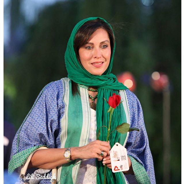 عکس مدل لباس مهتاب کرامتی در جشنواره حافظ 95