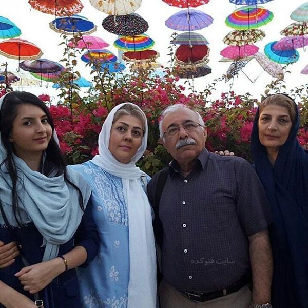 محمدعلی بهمنی در کنار خانواده