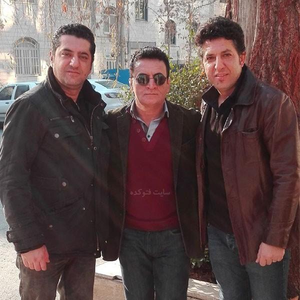 عکس های محمد بنا در کنار برادرانش + بیوگرافی