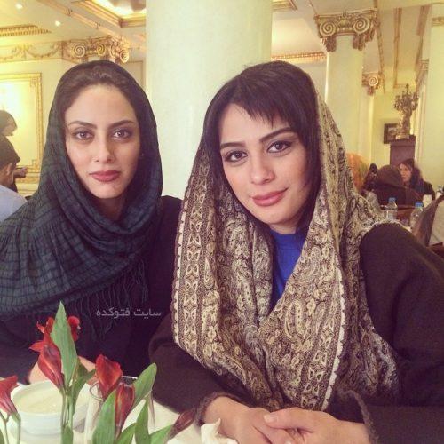 مونا فرجاد در کنار خواهرش مارال فرجاد