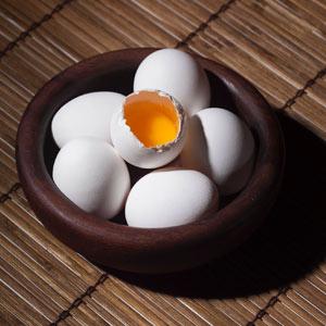 مواد غذایی برای رشد مژه تخم مرغ