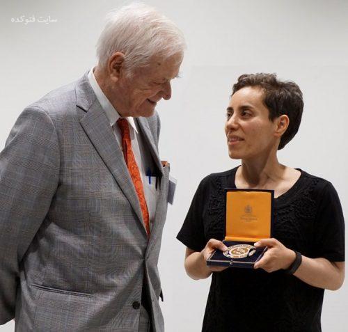 عکس مریم میرزاخانی و مدال نوبل ریاضی + بیوگرافی و خانواده