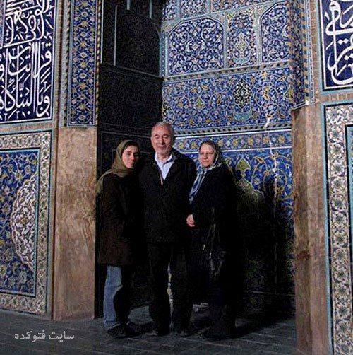 عکس مریم میرزاخانی در کنار پدر و مادرش در اصفهان