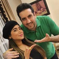 بیوگرافی امید حاجیلی و همسرش + داستان خوانندگی با عکس