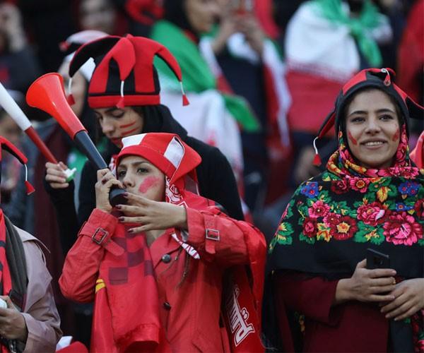 عکس حضور دختران و زنان در ورزشگاه آزادی تهران