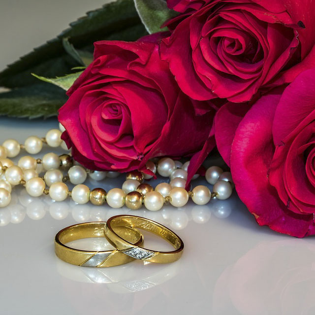 عکس پروفایل گل قرمز با حلقه ازدواج
