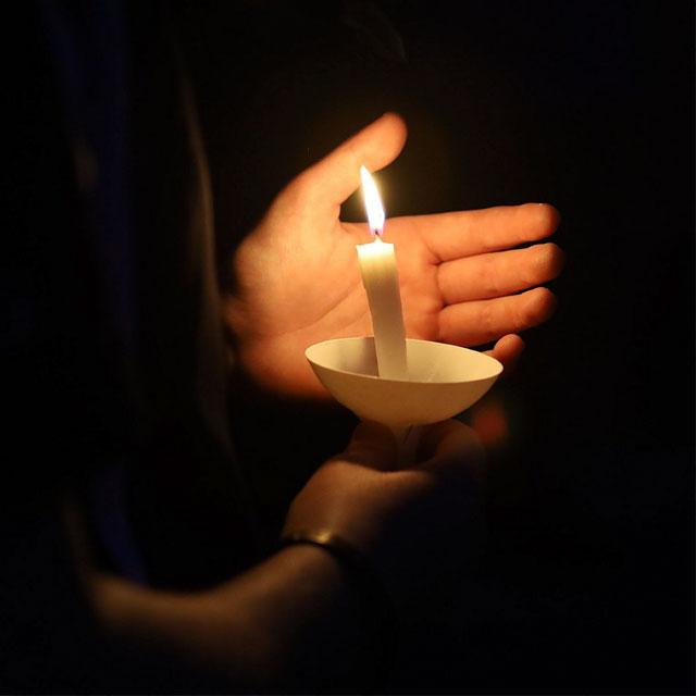 پروفایل بدون متن غمگین با شمع