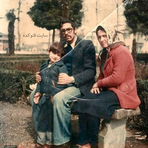 عکس رامین پرچمی در کنار پدر و مادرش