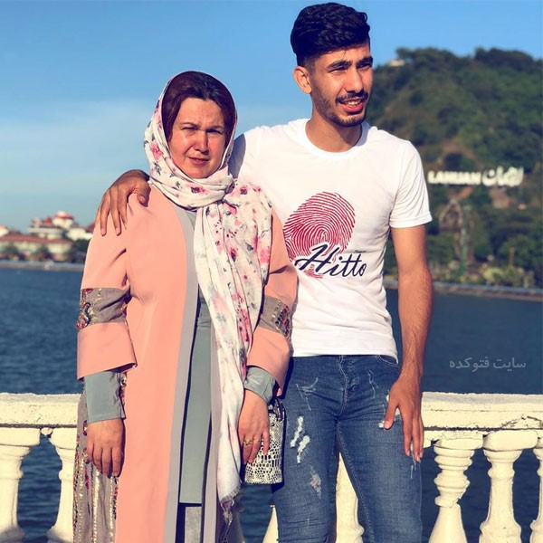 عکس های رضا شکاری فوتبالیست و مادرش