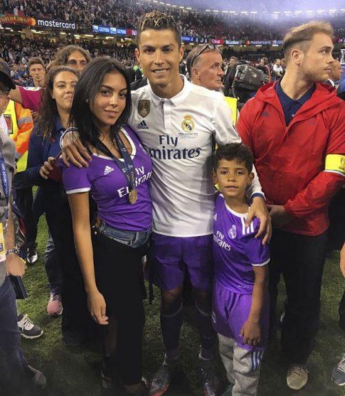 عکس رونالدو وجورجینا رودریگز به همراه پسرش