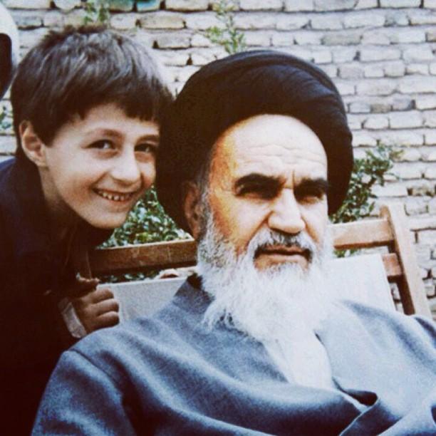 عکس سید حسن خمینی در کنار امام خمینی (ره) + بیوگرافی