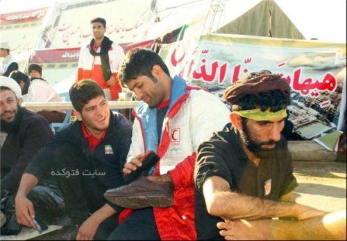 واکس زدن کفش ها زائران توسط سعید عبدولی