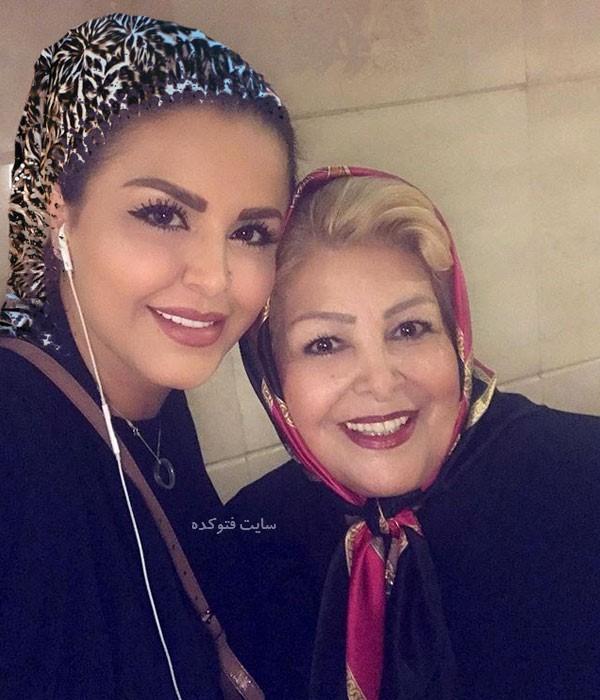 عکس های سحر خواننده و مادرش