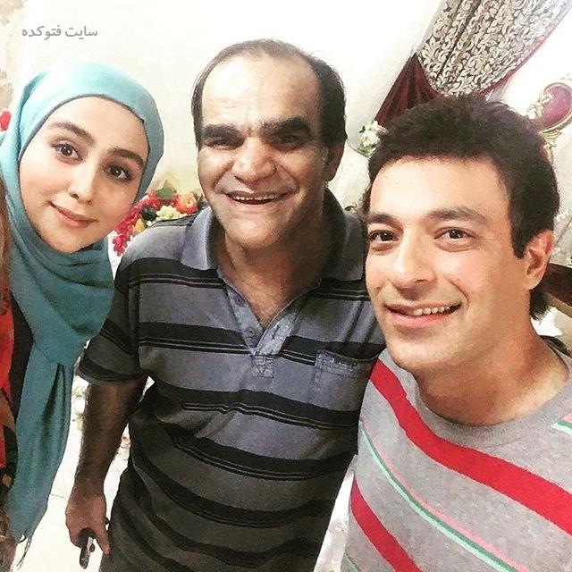 سامان دارابی در کنار بازیگران سریال گسل