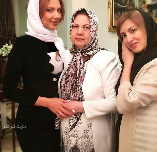 Samira Hosseini در کنار خواهر و مادرش