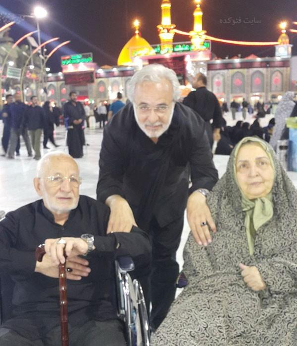 کاظم احمدزاده در کنار پدر و مادر در کربلا