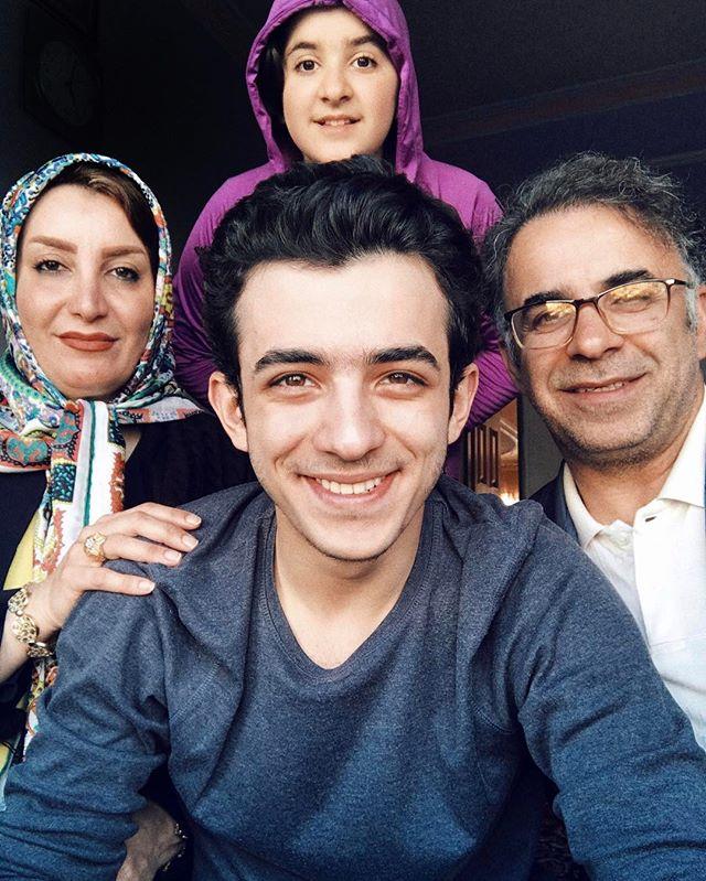 عکس های علی شادمان در کنار خانواده و پدر و مادرش و خواهرش
