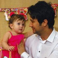 شاهرخ استخری و همسرش + دخترش پناه