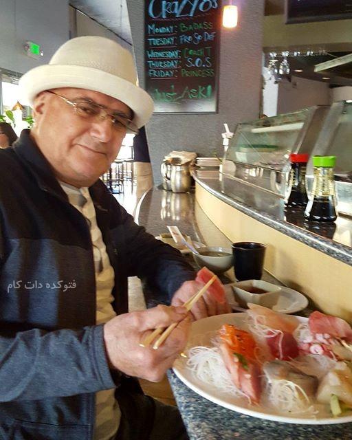 سوشی خوردن محمدرضا شجریان , غذای مورد علاقه محمدرضا شجریان , سوشی غذای مورد علاقه محمدرضا شجریان , محمدرضا شجریان و غذای مورد علاقه اش در آمریکا , غذای سوشی