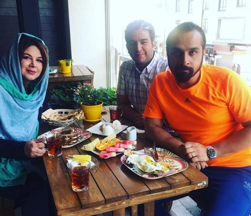 عکس شهره سلطانی و همسر و خواهر زاده اش در کافه
