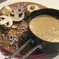 طرز تهیه سوپ خامه ای با قارچ در 15 دقیقه