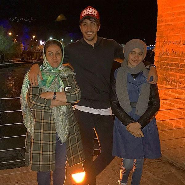 عکس های سیاوش یزدانی در کنار مادر و خواهرش