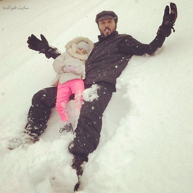 عکس کامبیز دیرباز و دخترش در برف 96
