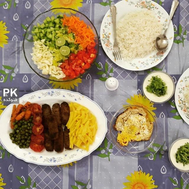 عکس های تزیین سفره افطار رمضان,مدل های سفره افطار ماه رمضان,عکس سفره افطاری,سفر آرایی ماه مبارک رمضان,مدل های رنگارنگ غذا در سفره افطاری,سفره افطاری زیبا